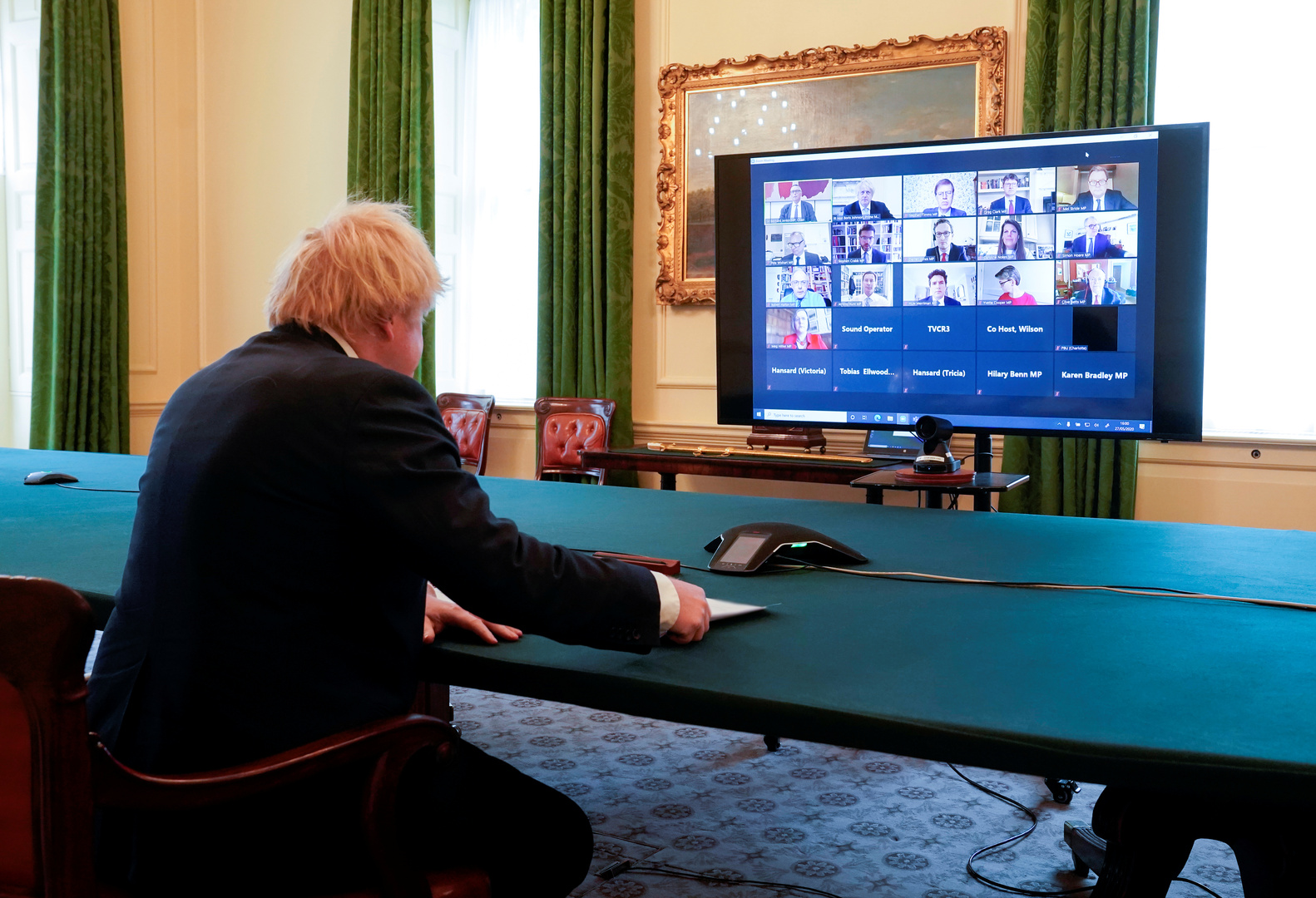 وزير بريطاني: جونسون يتولى مسؤولية إدارة أزمة كورونا