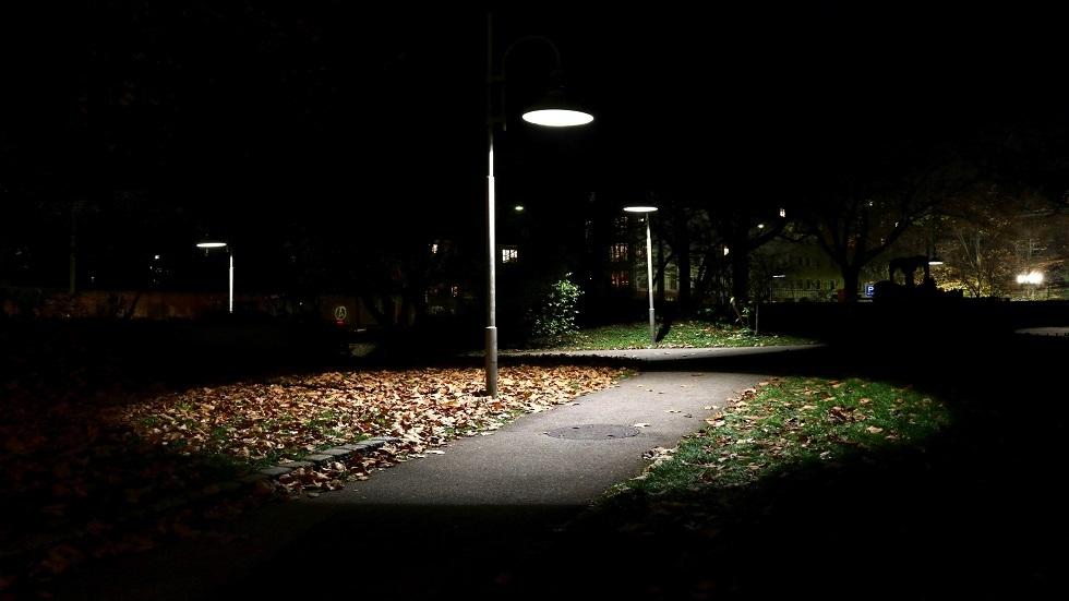 أضواء الشوارع تهدد النساء بمرض خطير