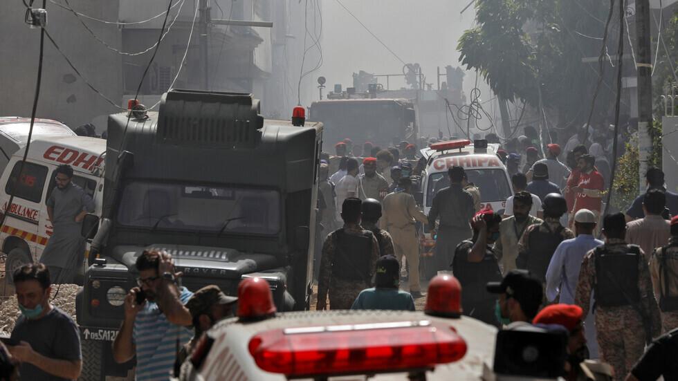 سلطات الطيران في باكستان: قائد الطائرة المنكوبة في كراتشي تجاهل تعليمات الهبوط
