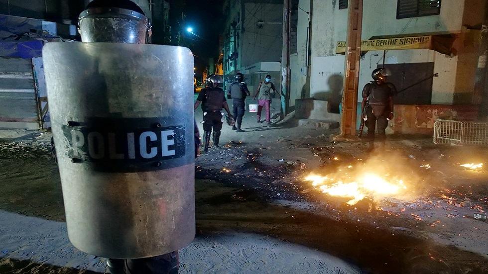 السنغال.. متظاهرون يشتبكون مع الشرطة احتجاجا على قيود كورونا