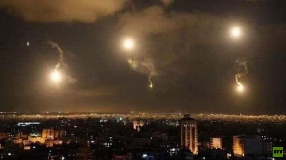 الدفاعات الجوية السورية تتصدى لأهداف معادية في سماء دمشق - أرشيف