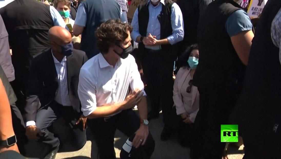 بالفيديو.. رئيس وزراء كندا ترودو يركع أثناء مظاهرة ضد العنصرية