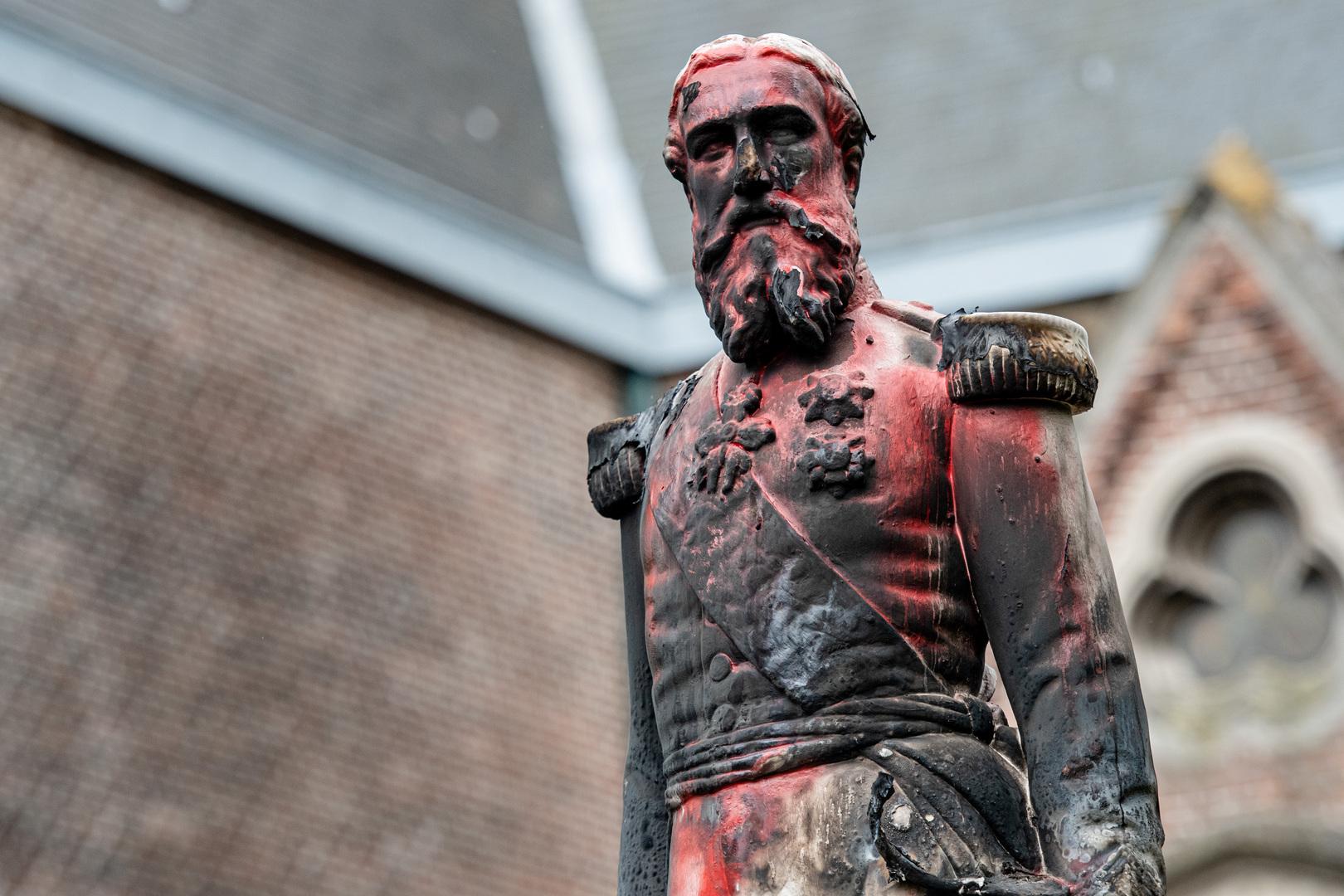 بلجيكا.. محتجون ضد العنصرية يستهدفون تماثيل الملك المتهم بالإبادة في الكونغو