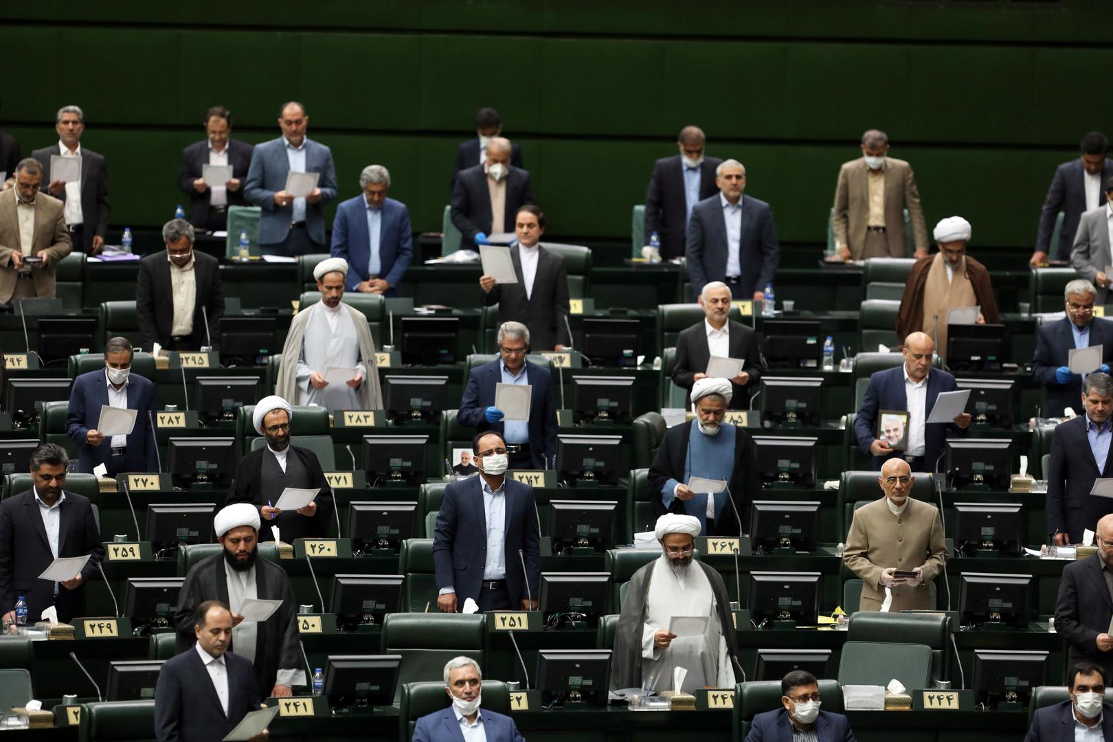 تضامنا مع الشعب الأمريكي.. البرلمان الإيراني يهتف بـ