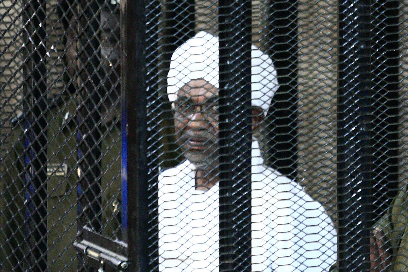 السودان.. البشير يمثل أمام النيابة بتهمة
