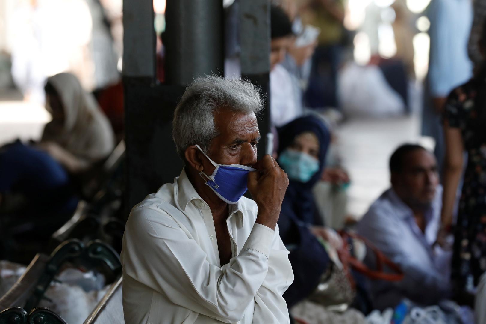 منظمة الصحة العالمية توصي باكستان بإعادة القيود بعد تزايد إصابات كورونا