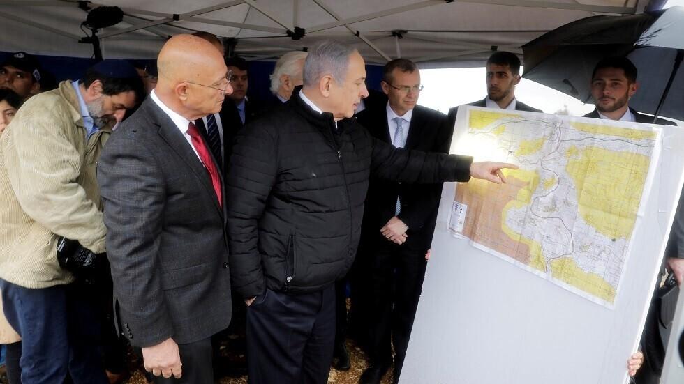 رئيس الوزراء الإسرائيلي بنيامين نتنياهو يدرس خطة الضم - أرشيف