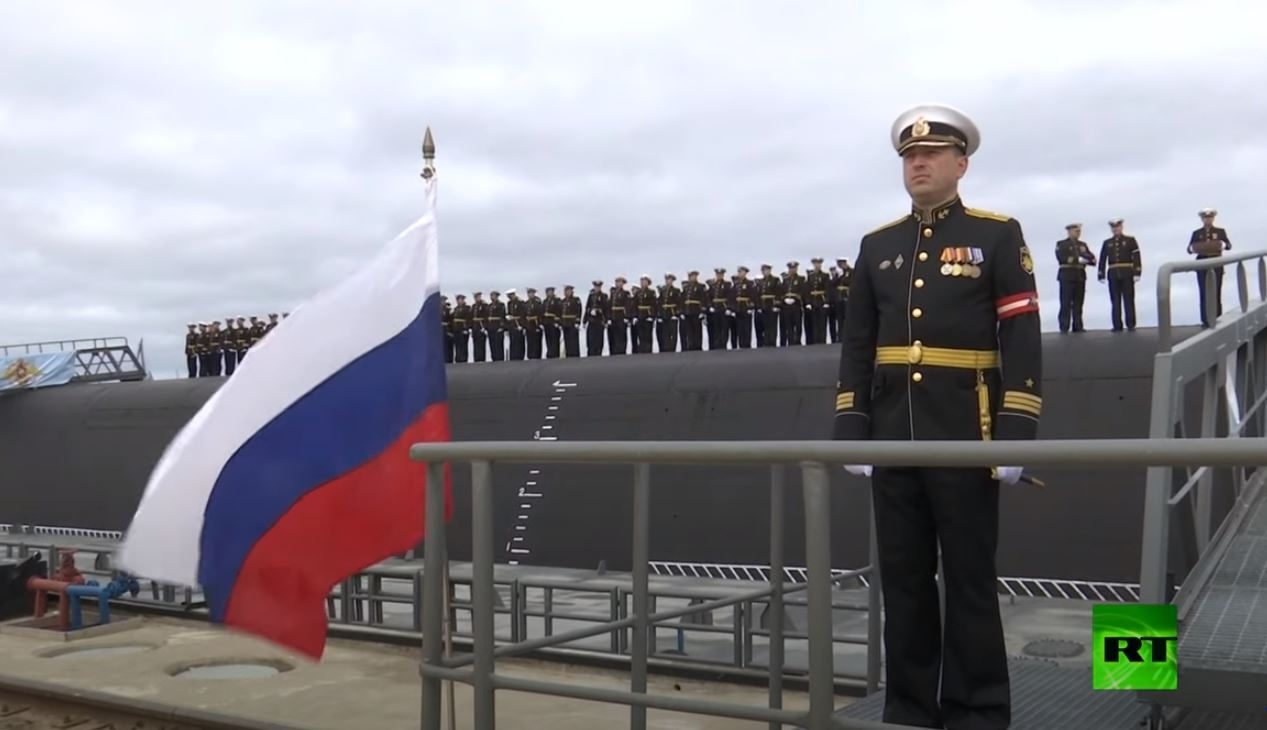 غواصة نووية روسية جديدة تدخل الخدمة