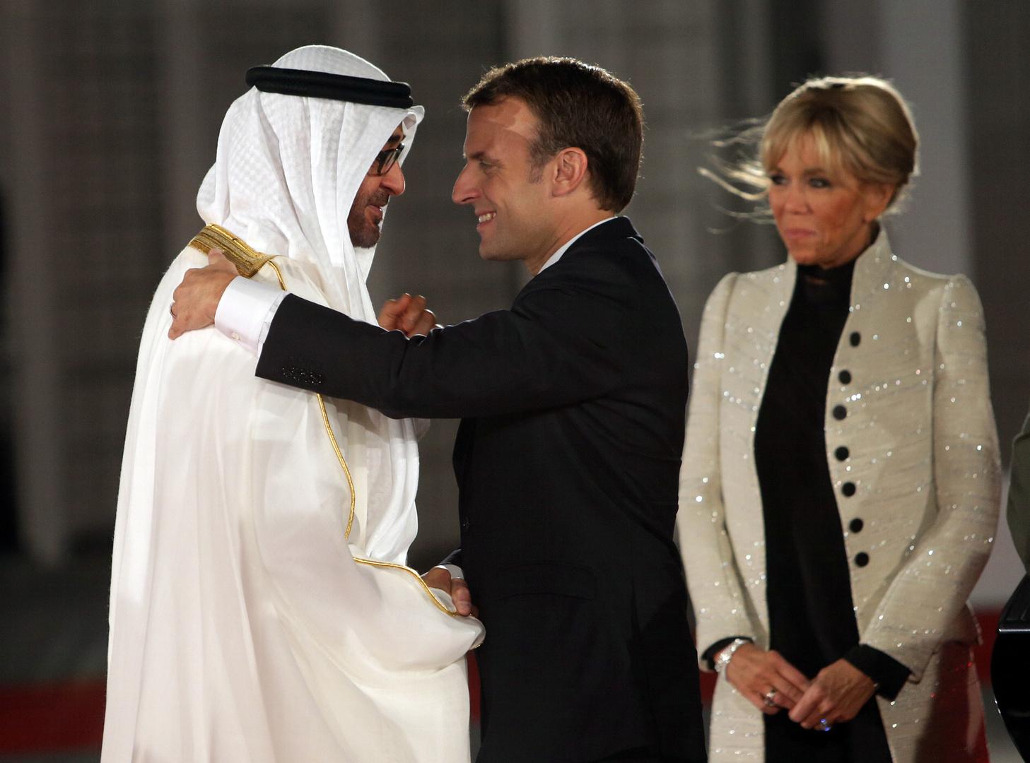 الرئيس الفرنسي، إيمانويل ماكرون، ولي عهد أبوظبي، الشيخ محمد بن زايد آل نهيان.