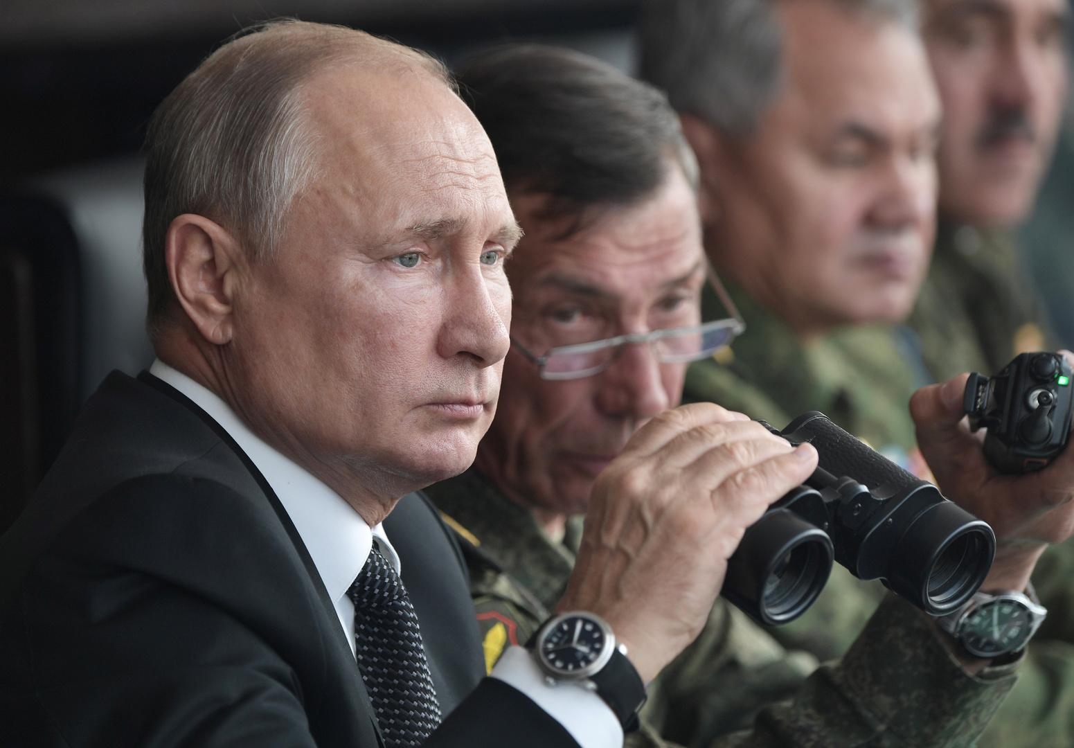 الرئيس الروسي فلاديمير بوتين يحضر تدريبات عسكرية