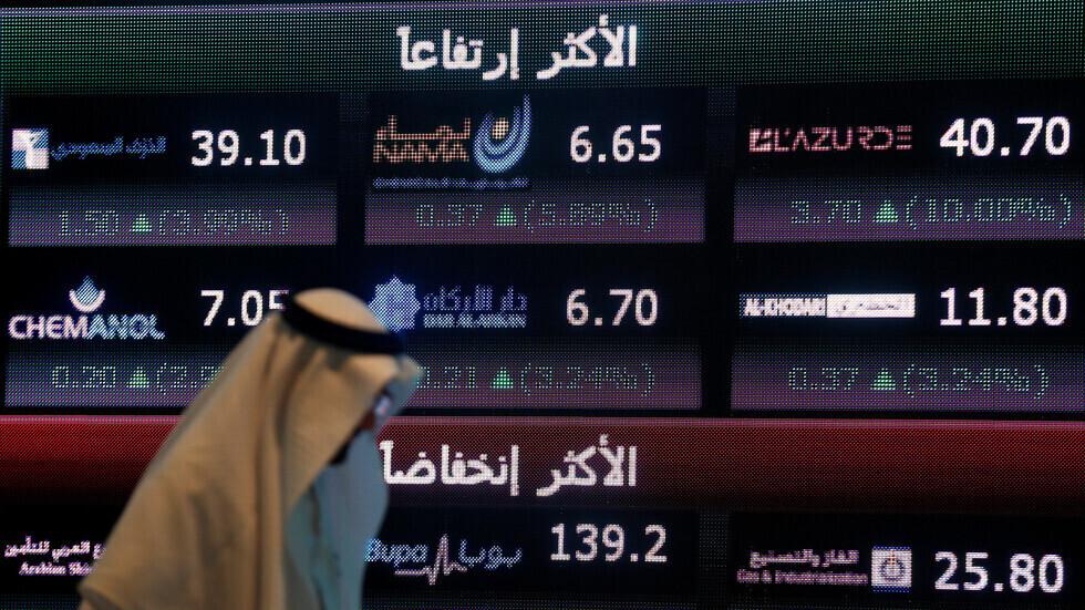 تراجع بورصات الخليج الرئيسية مقتفية أثر النفط والأسهم العالمية (صورة من الأرشيف)