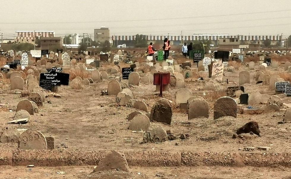 السودان يعلن اكتشاف مقبرة جماعية لطلاب قتلوا في عهد الرئيس عمر البشير (فيديو+صور)