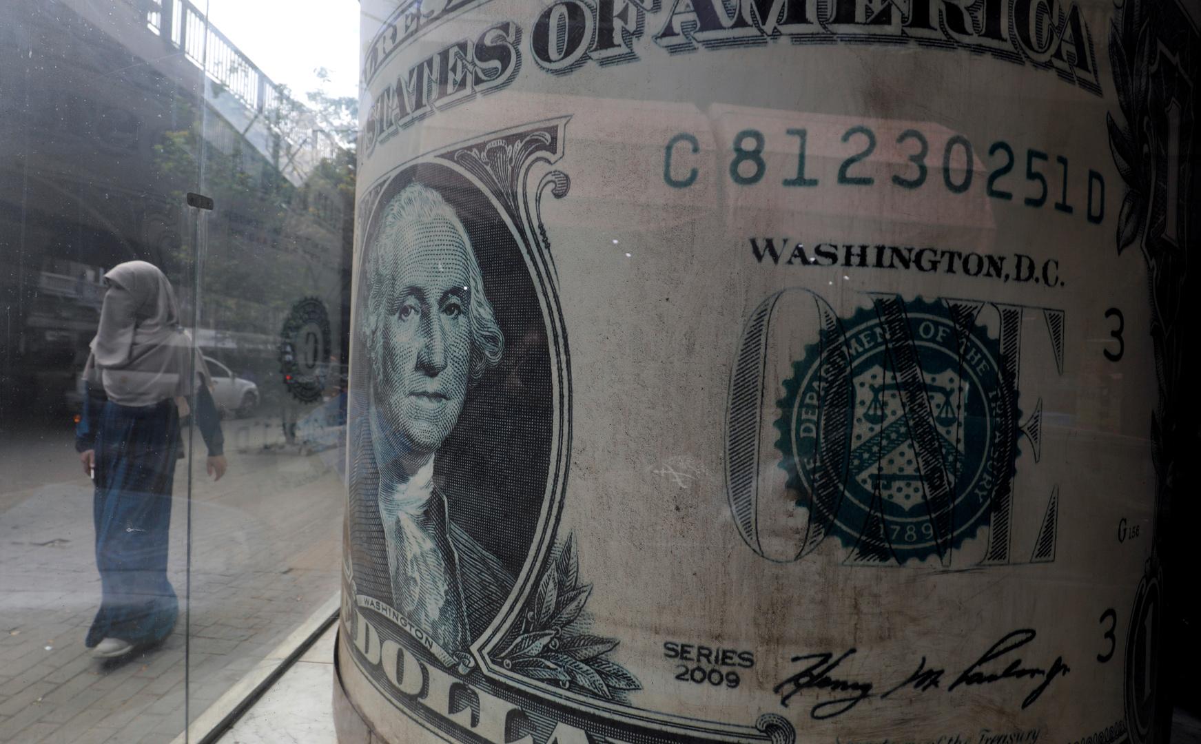 Egypt is seeking to more than a million dollars wearing UAE banks
