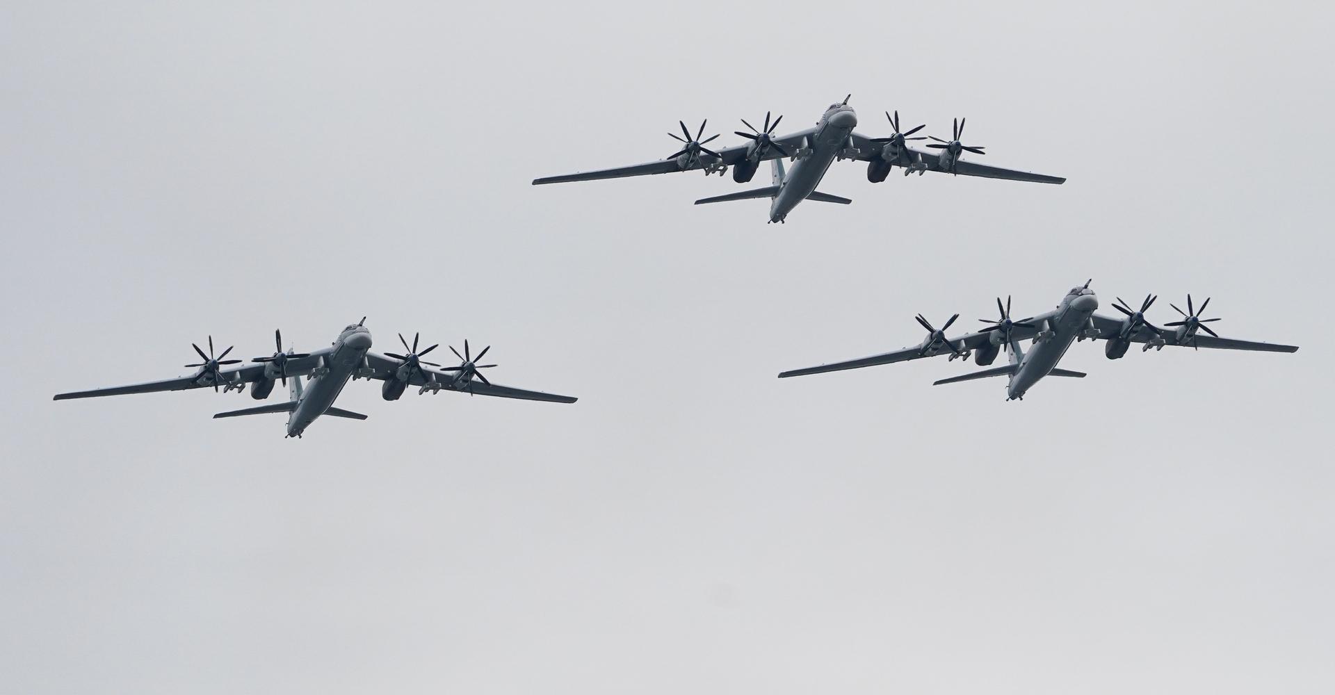 مقاتلات أمريكية تواكب قاذفات استراتيجية روسية خلال تحليق روتيني