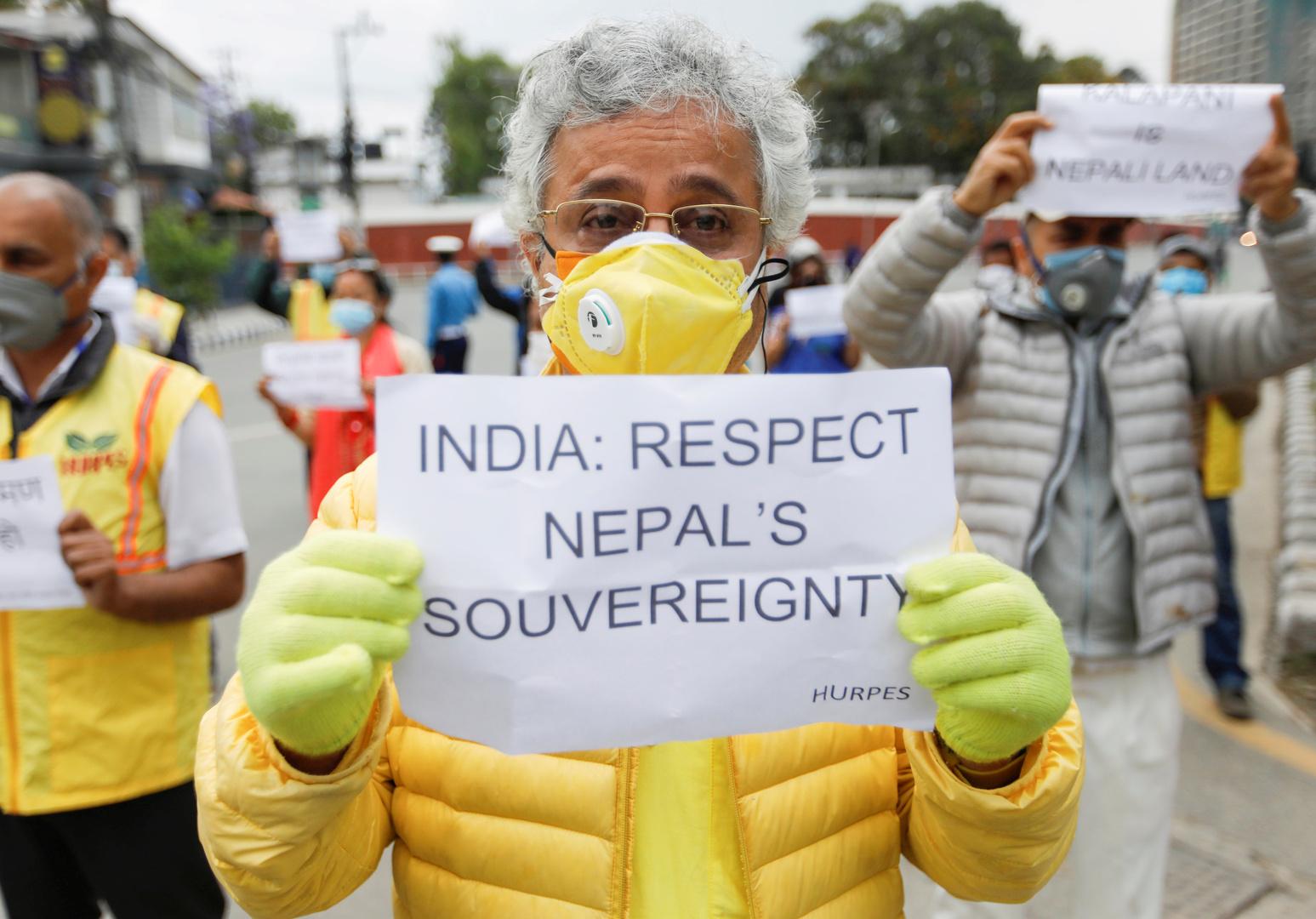 رجل يحتج على عدم احترام الهند لسيادة نيبال، أرشيف
