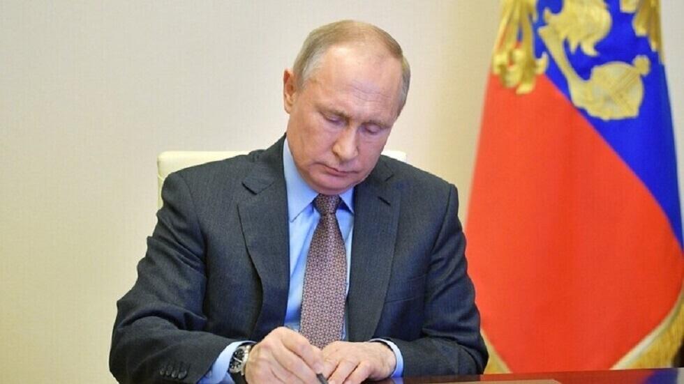 بوتين يحذر من إهمال دروس التاريخ وإعادة كتابته