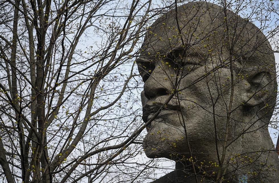 افتتاح أول تمثال للينين غرب ألمانيا