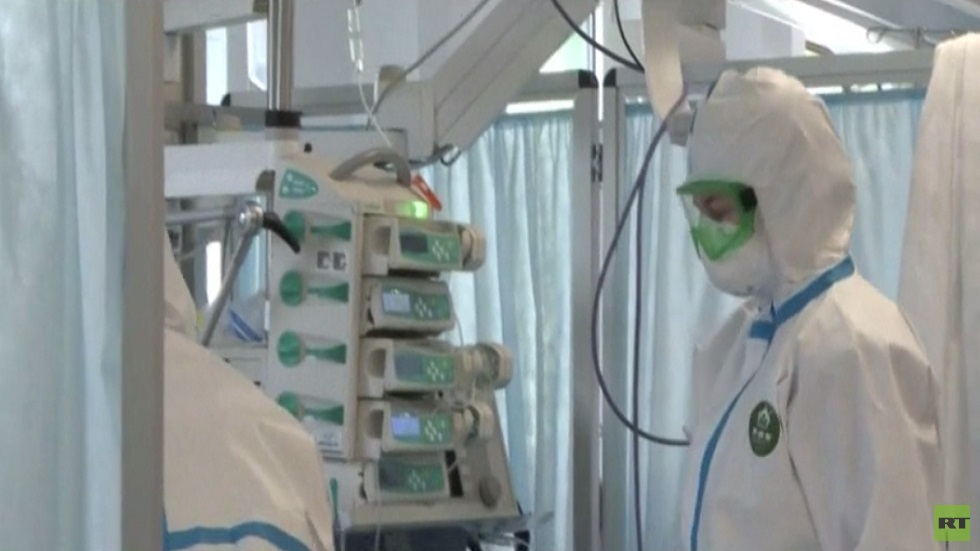 بوتين يمنح 5 أطباء روس لقب
