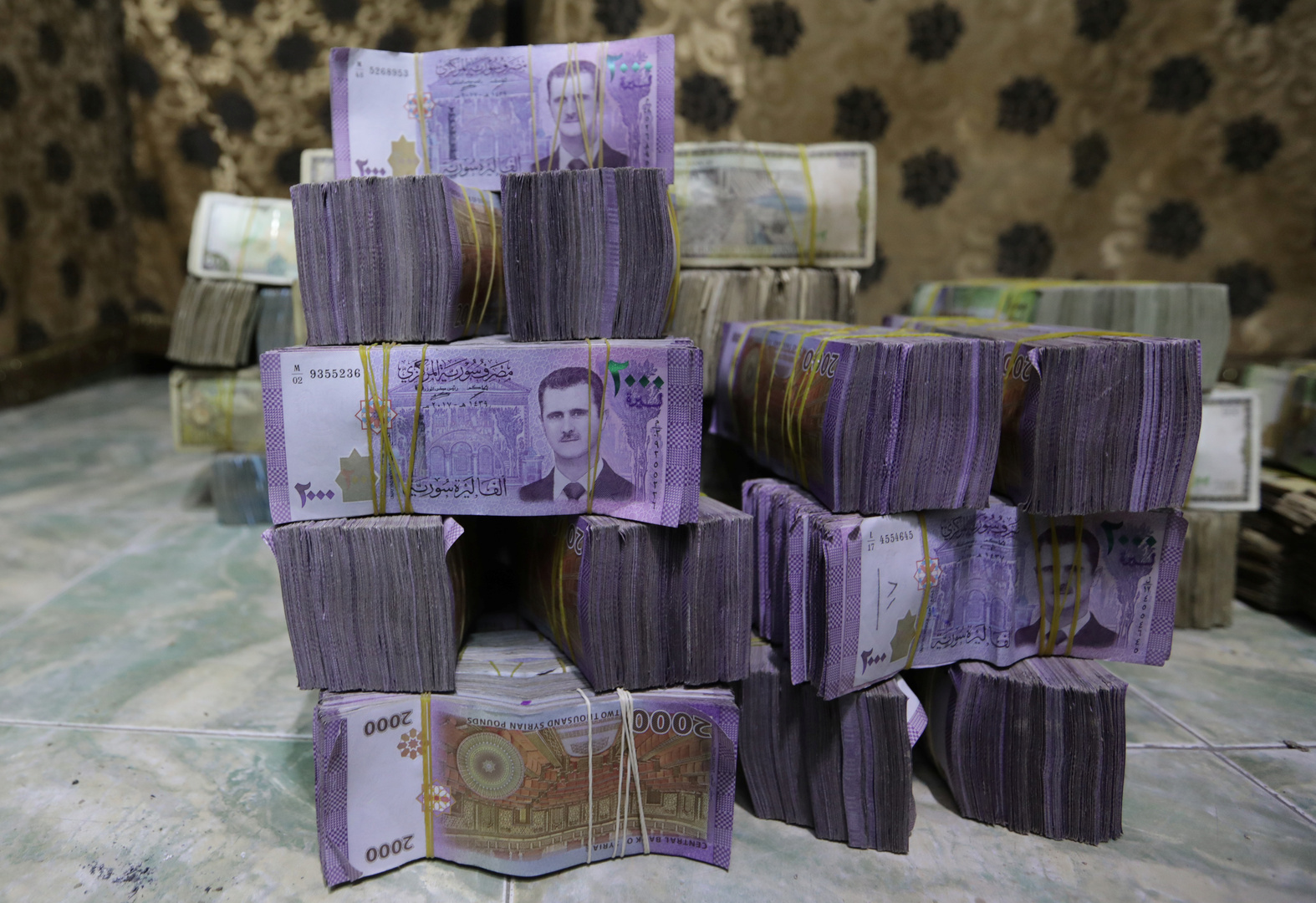 وزير التجارة الداخلية السوري: سعر الصرف سيستقر قريبا