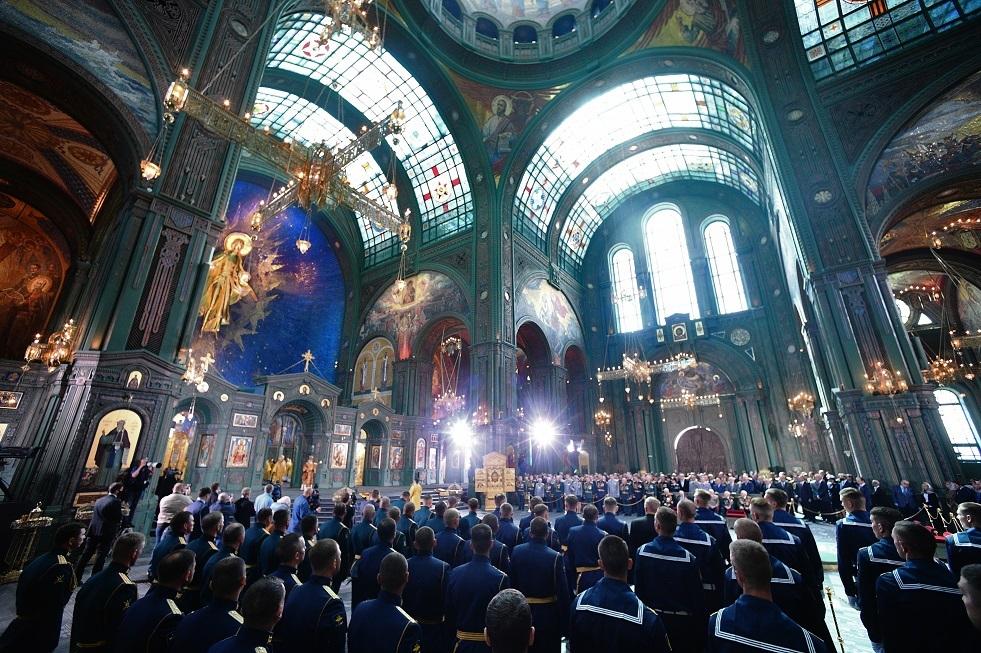 بوتين يتفقد كاتدرائية الجيش الروسي