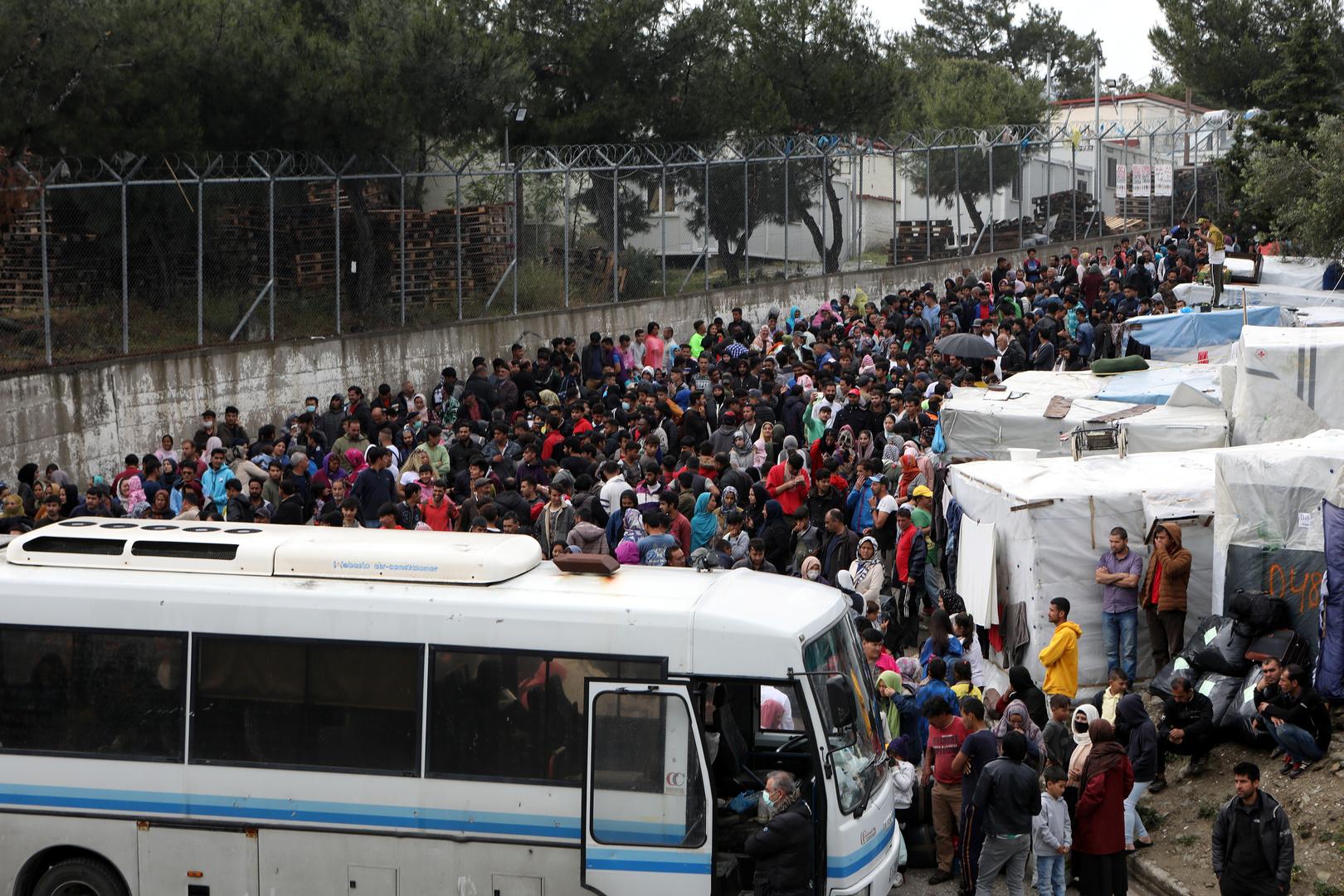 مهاجرون من مخيم