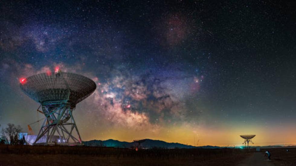 ضوء البروج يلتقي مع درب التبانة في صورة مثيرة لسماء الليل
