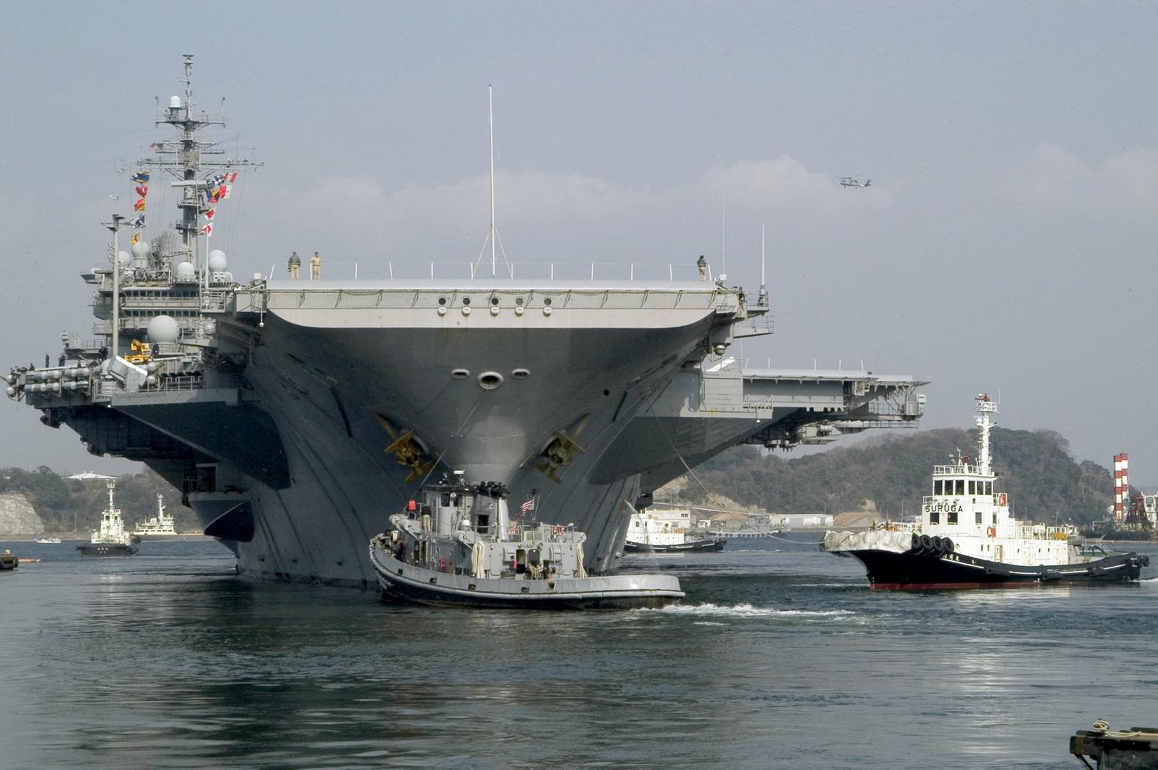 مدمرة أمريكية في المحيط الهادئ