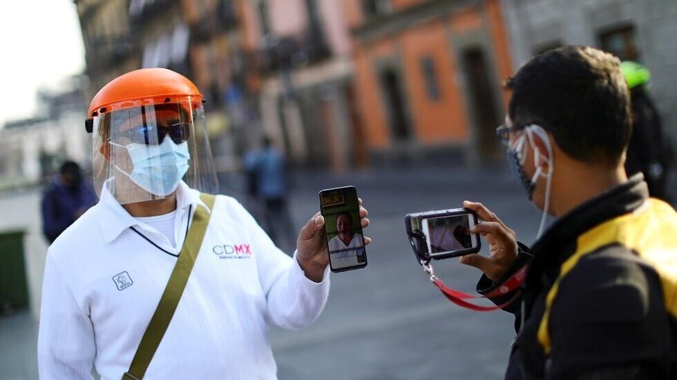 قاض برازيلي يأمر الرئيس باستخدام الكمامة في الأماكن العامة بسبب كورونا