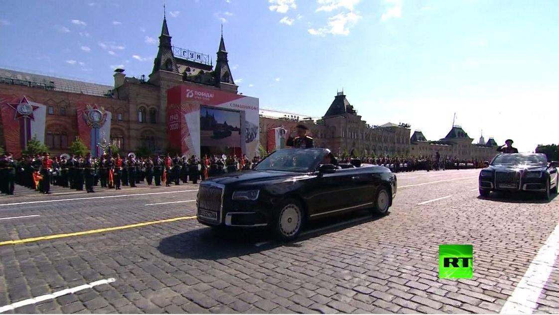وزير الدفاع الروسي يفتح العرض العسكري في الساحة الحمراء على سيارة أوروس