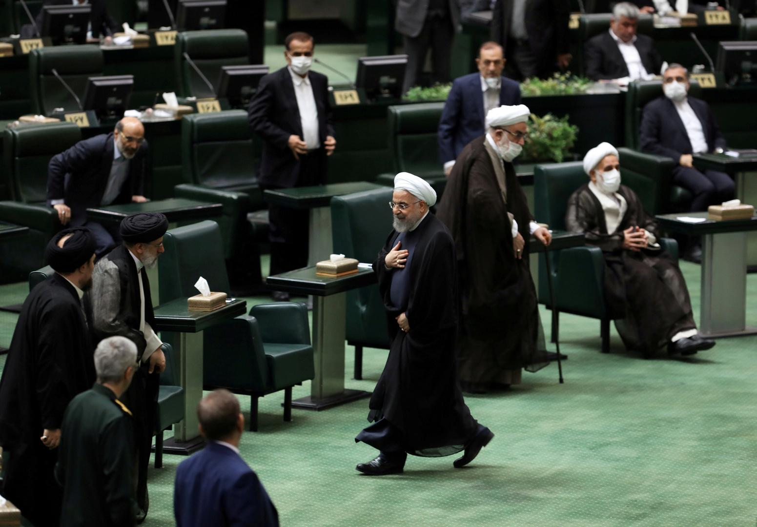 الرئيس الإيراني حسن روحاني يحضر جلسة في البرلمان