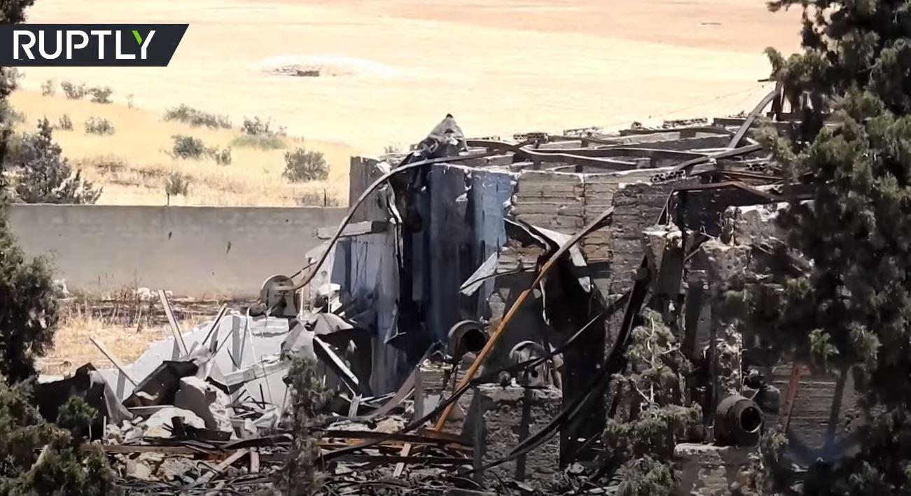 دمار جراء غارات إسرائيلية على محافظة حماة السورية