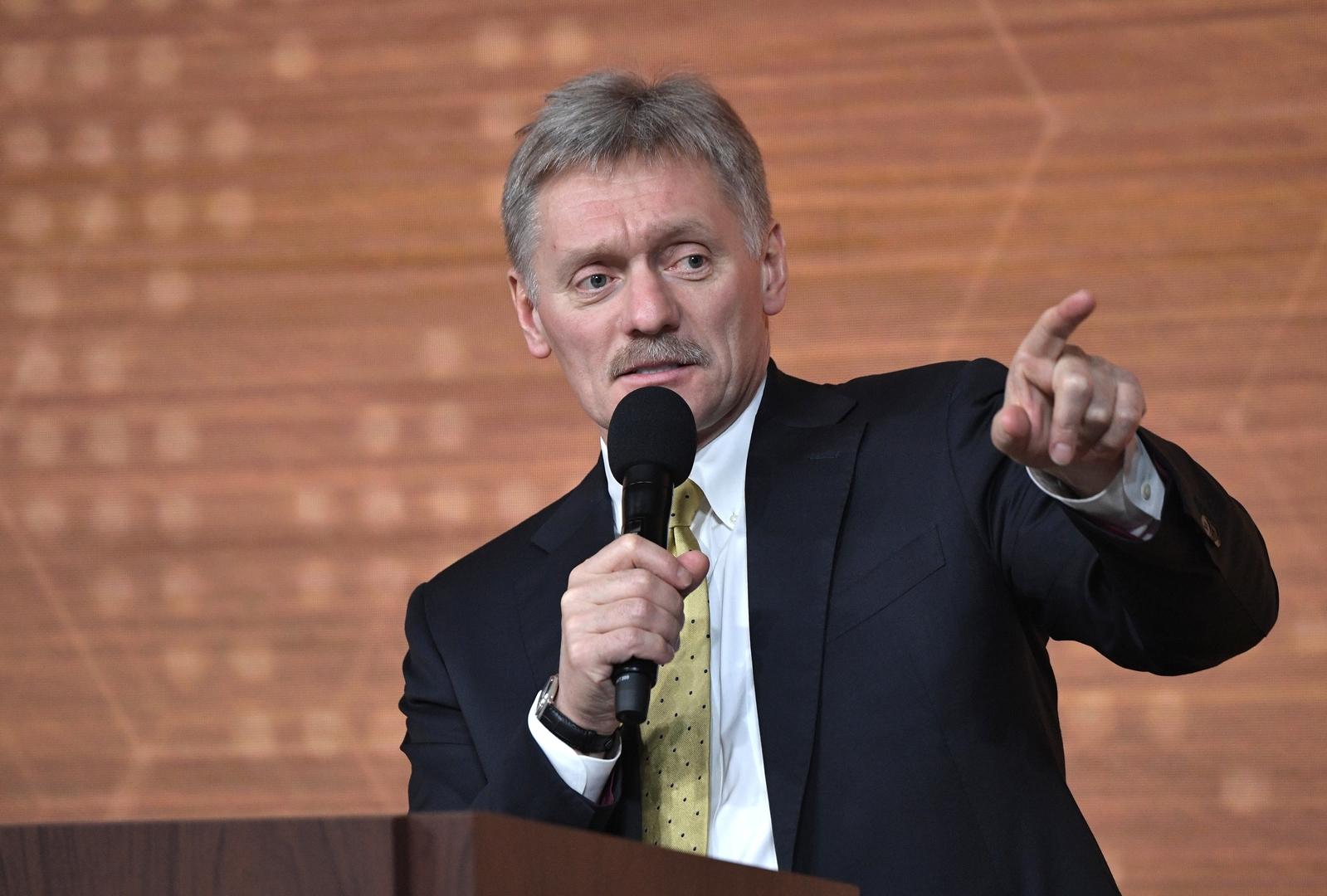 الكرملين يعلق على رفع السفارة الأمريكية في روسيا علم