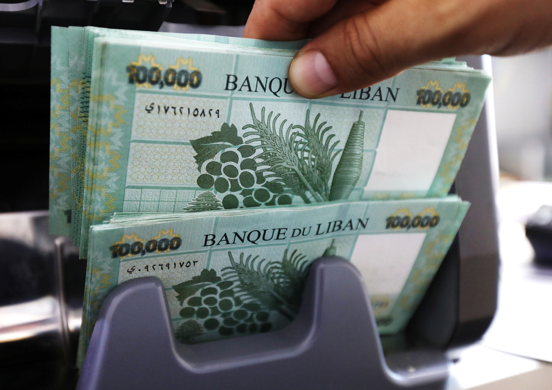 الليرة اللبنانية تهوي أمام الدولار