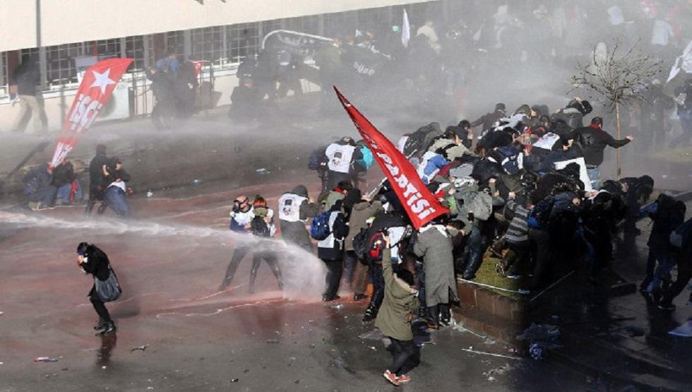 تركيا السجن المؤبد لـ 121 شخصا بتهمة المشاركة بمحاولة انقلاب 2016