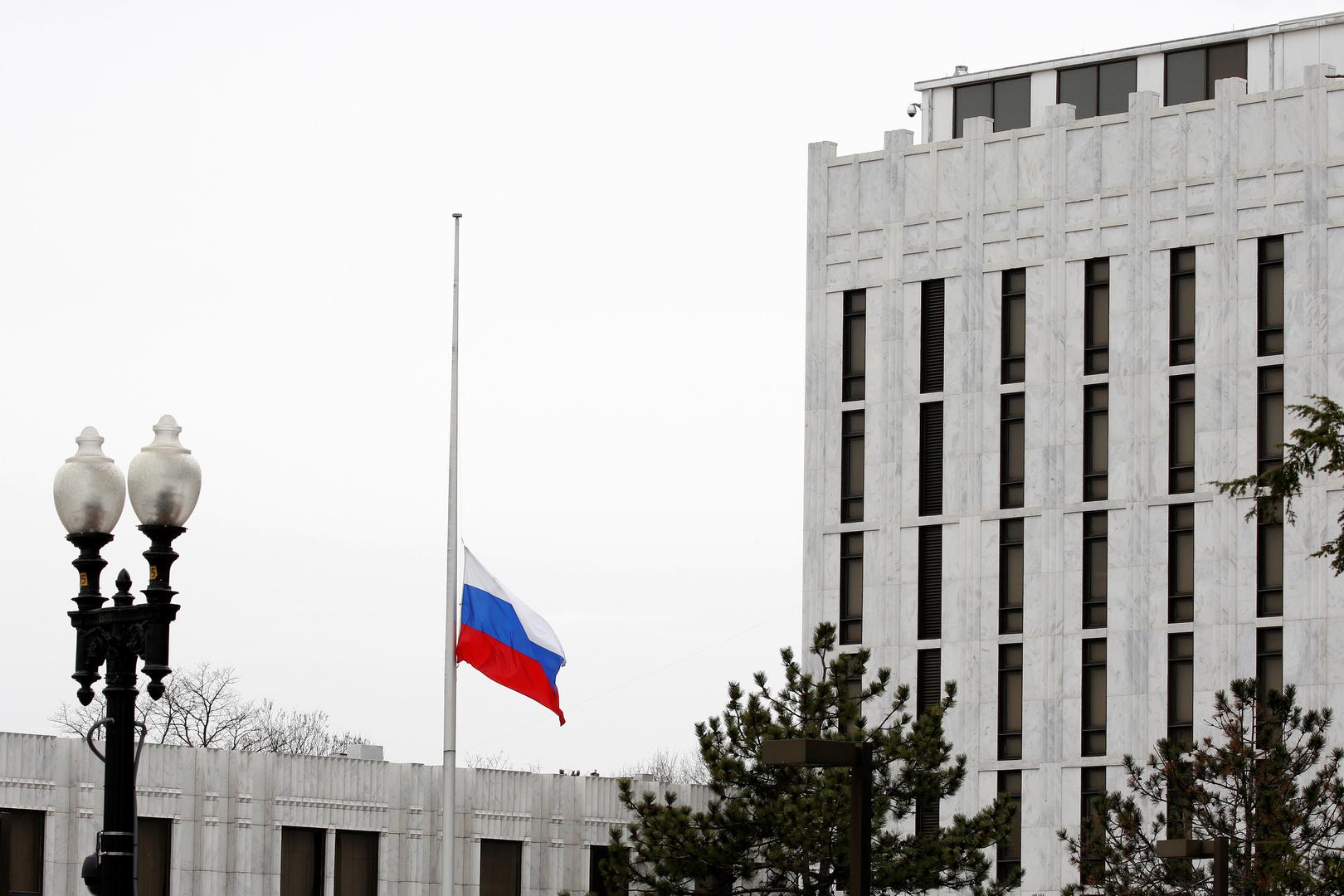 السفارة الروسية لدى واشنطن تتعرض لتهديدات بعد مقال لصحيفة