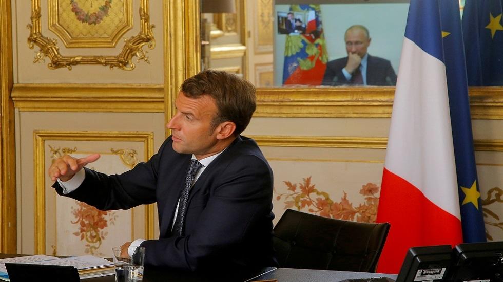 ماكرون يؤكد عزمه على زيارة روسيا قريبا