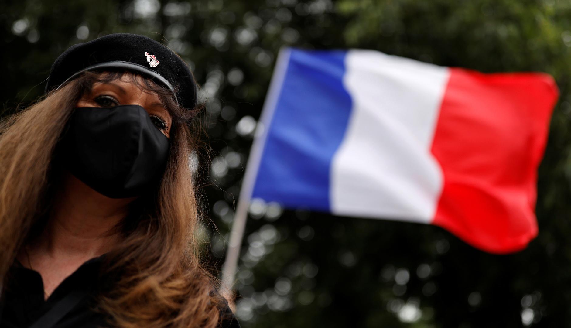 مظاهرة لزوجات رجال أمن فرنسيين وسط باريس تطالب الحكومة بـ