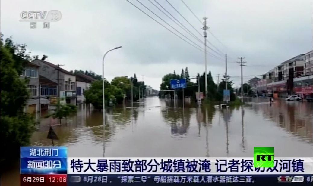 بالفيديو.. فيضانات تغمر بلدات في مقاطعة هوبي الصينية