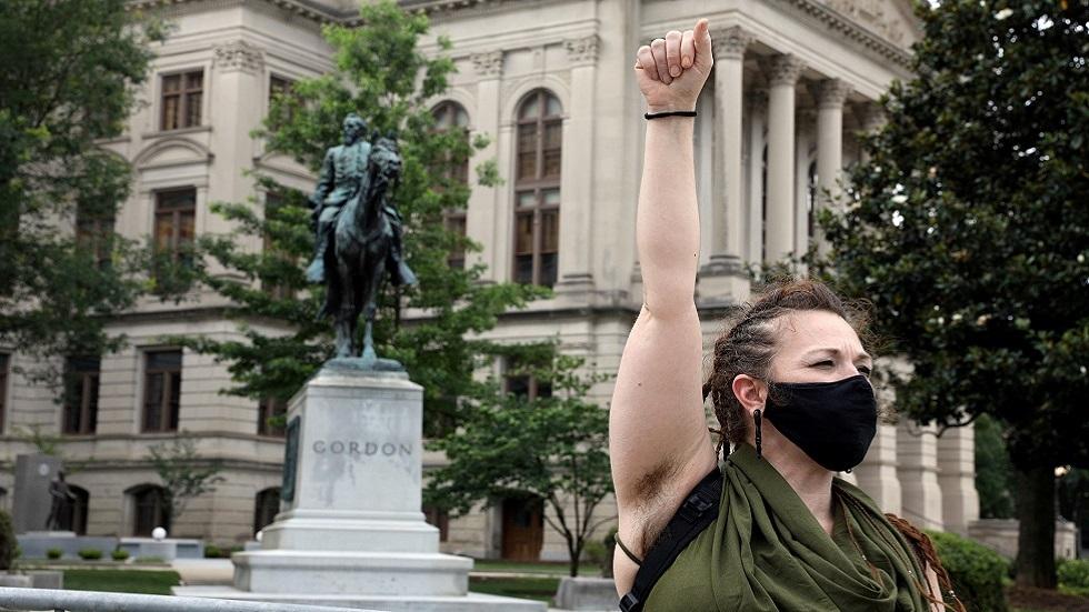 بيسكوف يعلق على حملة إزالة التماثيل في الولايات المتحدة
