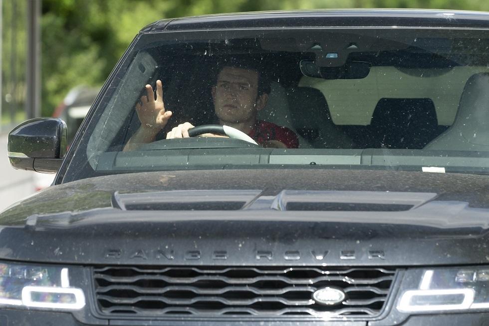 بالصور.. لاعبو مان يونايتد يحولون مواقف سيارات ملعبهم التدريبي إلى