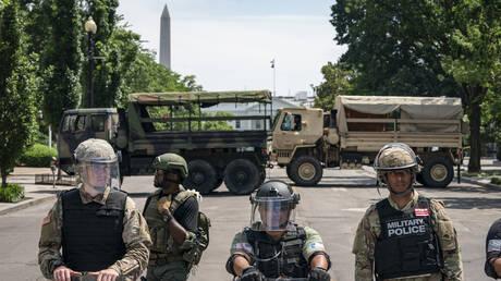 إسبر يلغي سحب العسكريين من واشنطن