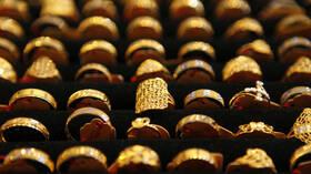 الذهب يقفز إلى أعلى مستوى له في أكثر من شهر مع تنامي مخاوف الفيروس 5ef115364236045e7841b5d2