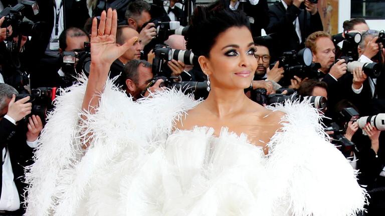 نقل نجمة السينما الهندية وملكة الجمال السابقة آيشواريا راي إلى المشفى لإصابتها بكورونا