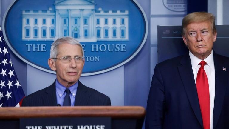 ترامب يتحدى كبير الخبراء ويتعهد بعدم إجبار الأمريكيين على ارتداء الكمامات