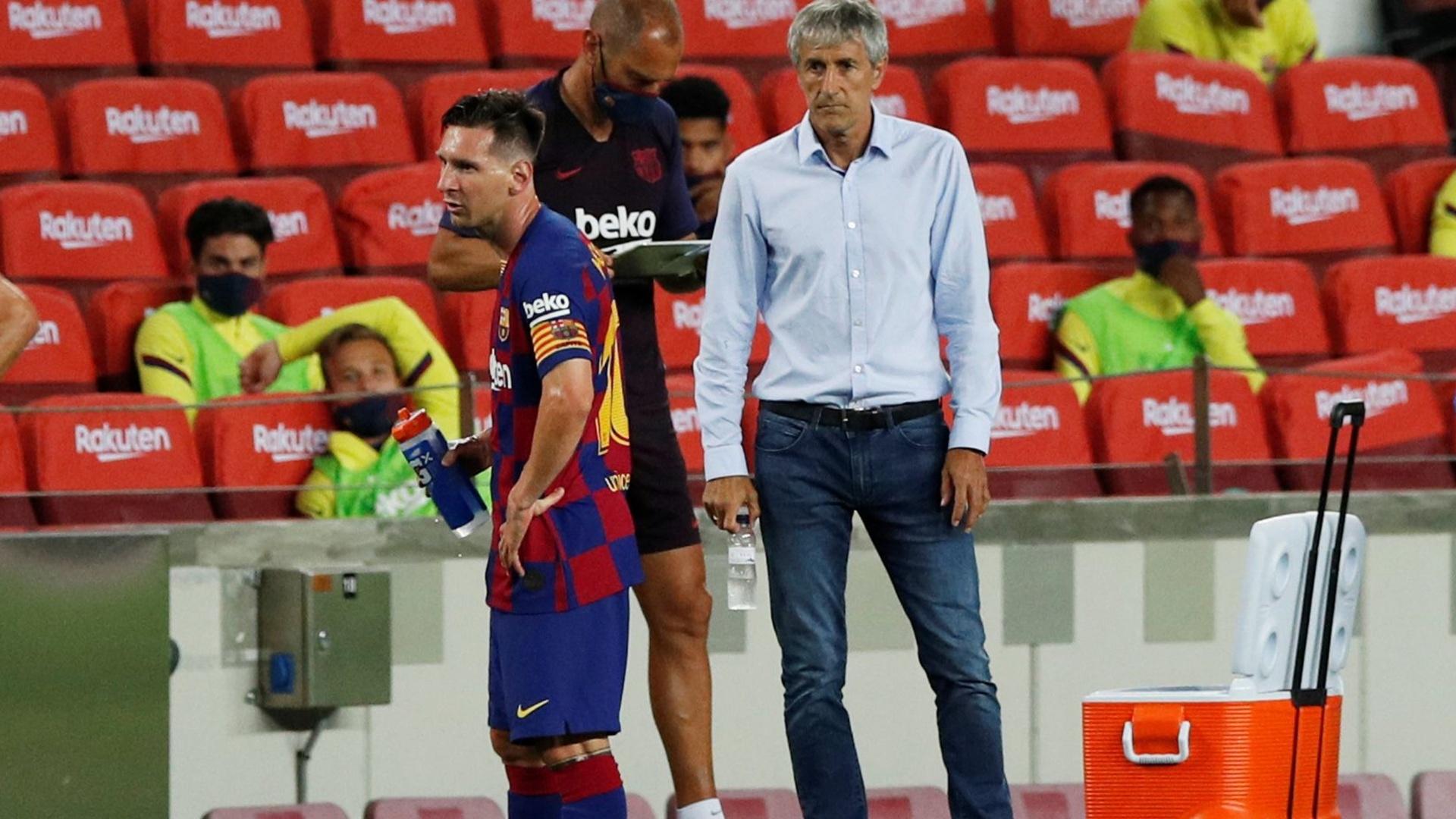 مدرب برشلونة يكسر صمته ويكشف موقفه من الرحيل عن البرسا