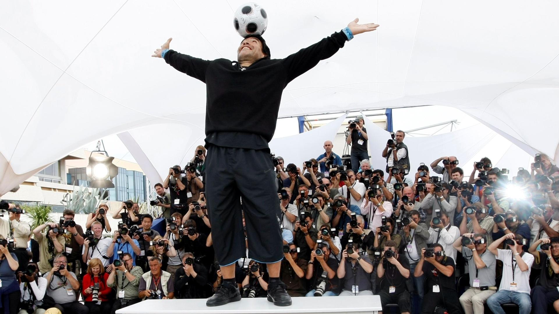 مارادونا مرشح محتمل لتدريب المنتخب الإسباني