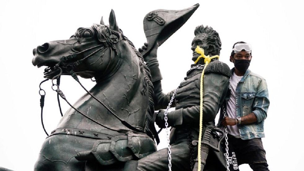 عمدة مدينة يوعز بإزالة تماثيل كل الشخصيات الكونفدرالية الأمريكية