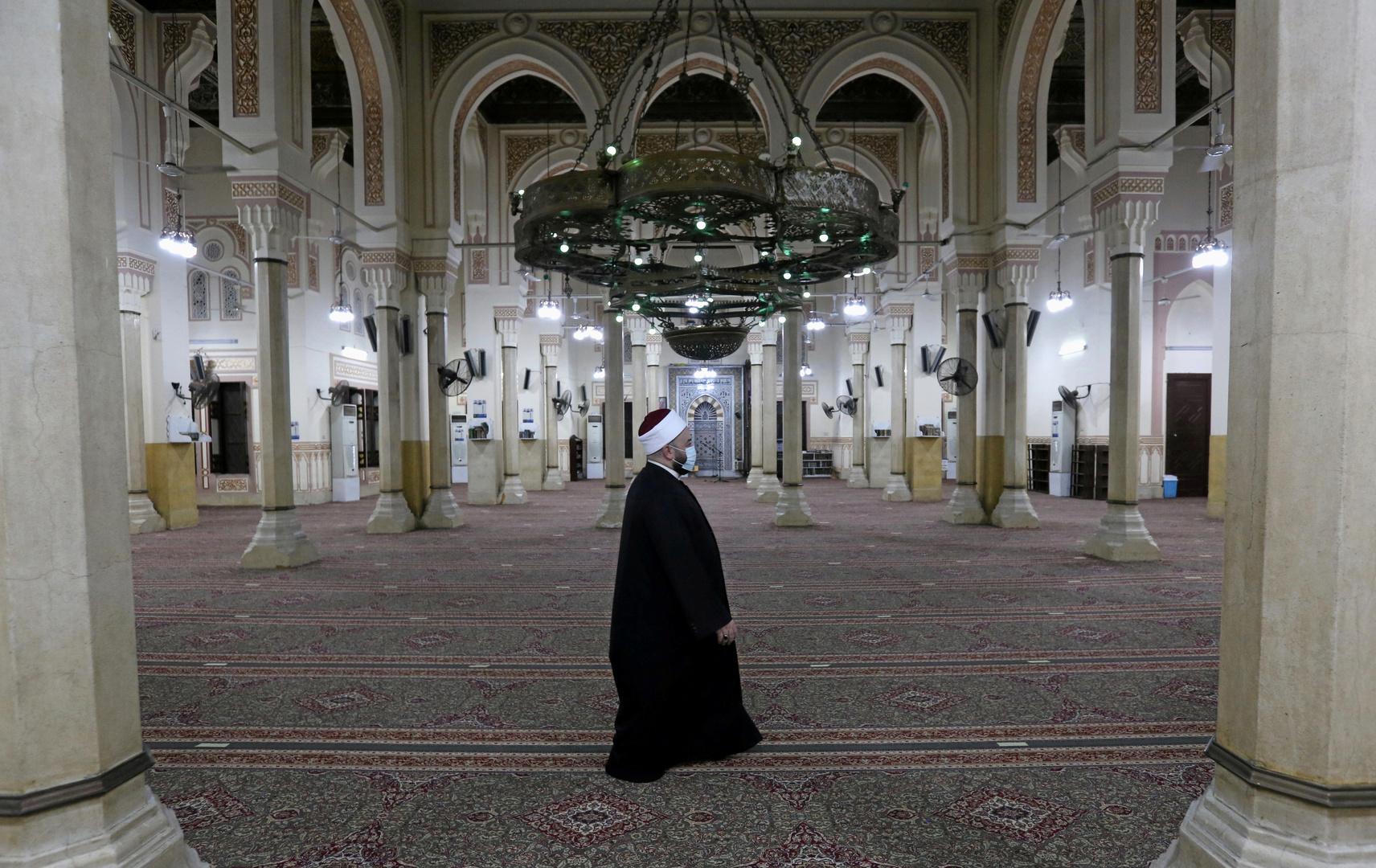مصر تؤكد أنها لم تقرر فتح المساجد لصلاة الجمعة حتى الآن