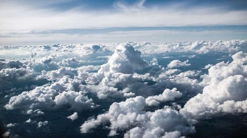 سحابة غريبة تحلق فوق مدينة نيو مكسيكو تجلب رياحا عاصفة