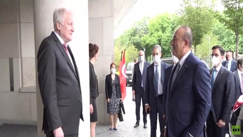 أنقرة: سنتعاون مع باريس إن أوقفت دعم حفتر